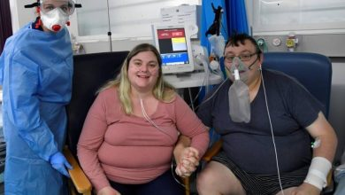 صورة زواج بريطانيَّين مصابين بـ«كورونا» في مستشفى عزل  أخبار السعودية