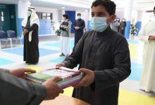 صورة توزيع الكتب في المدارس وفق آلية زمنية وتطبيق الإجراءات الاحترازية