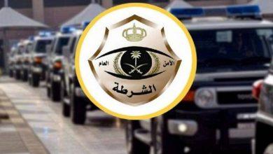 صورة القبض على 3 أشخاص وإحالتهم للنيابة العامة إثر محاولتهم إركاب أحد الأشخاص بالقوة في مركبتهم  أخبار السعودية
