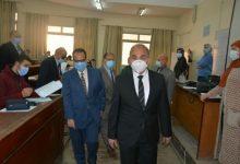 صورة رئيس جامعة الزقازيق يتفقد سير امتحانات الفصل الدراسي الأول
