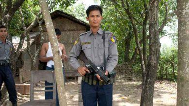 صورة شرطة بورما تطلق الرصاص المطاطي لتفريق محتجين