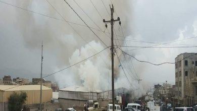 صورة حريق هائل يلتهم 5 مخازن تجارية في صنعاء