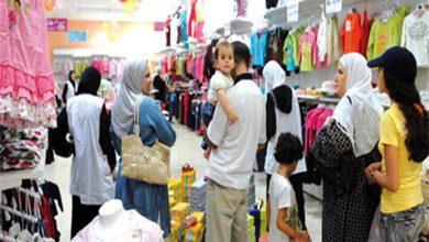 صورة العيد ينعش الإقبال على شراء الملابس ويجذب مزيدًا من الزبائن