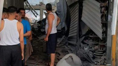 صورة مركز حقوقي يكشف تفاصيل انفجار سوق الزاوية بغزة: نجم عن انفجار عبوات ناسفة كبيرة الحجم..