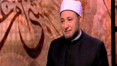 صورة هل ثواب قراءة القرآن من الموبايل مثل القراءة من المصحف؟.. تعرف على رد أمين الفتوى