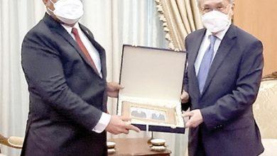 صورة نائب رئيس وزراء تايلند يستقبل سفير البحرين بمناسبة انتهاء فترة عمله