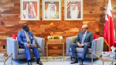 صورة وزير الخارجية يجتمع مع وزير الخارجية في جمهورية سيراليون