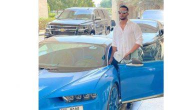 صورة محمد رمضان يستعرض سيارته الفارهة خلال توجهه لصلاة الجمعة