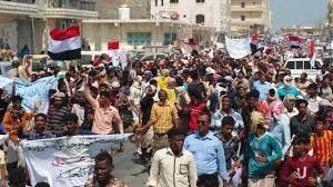 صورة استمرار إنهيار العملة واحتجاجات غاضبة في الشارع اليمني والبنك يعلن عن تدابير عاجلة