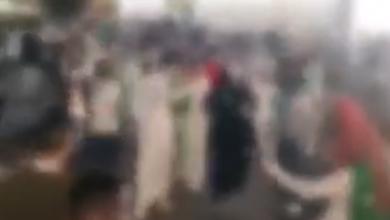 صورة | القبض على 3 مواطنين ارتكبوا جريمة التحرش في أحد الأماكن العامة بالمدينة المنورة (فيديو)