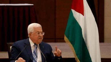 """صورة هآرتس: سياسة إسرائيل وأمريكا.. بين قرار الشعب الفلسطيني و""""شراء صمت عباس"""""""