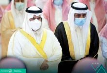 صورة | أمير الرياض بالنيابة يؤدي صلاة الميت على الأمير عبدالرحمن بن ناصر