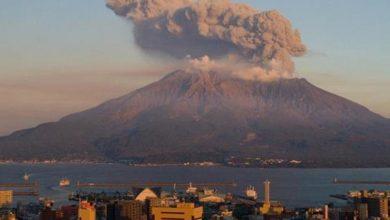 صورة ثوران بركان جبل أسو في اليابان