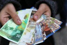 صورة صرف دفعة مالية بقيمة 4000 شيكل لـ72 موظفاً متضرراً من العدوان الأخير على غزة