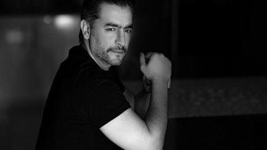 صورة بالأبيض والأسود.. هاني سلامة يخضع لجلسة تصوير جديدة (صور)
