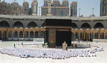 صورة السعودية تؤكد استمرار تطبيق التباعد بين المصلين في المساجد بعد استثناء الحرمين الشريفين